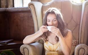 Zakaj bi morali čaj piti skozi celo leto (in ne le takrat, ko zbolimo)?