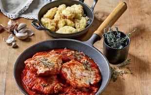 Svinjski kotleti s paradižniki in pečenimi njoki