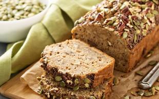 Slastna recepta: Ajdov namaz z bučnimi semeni in bananin bučni kruh
