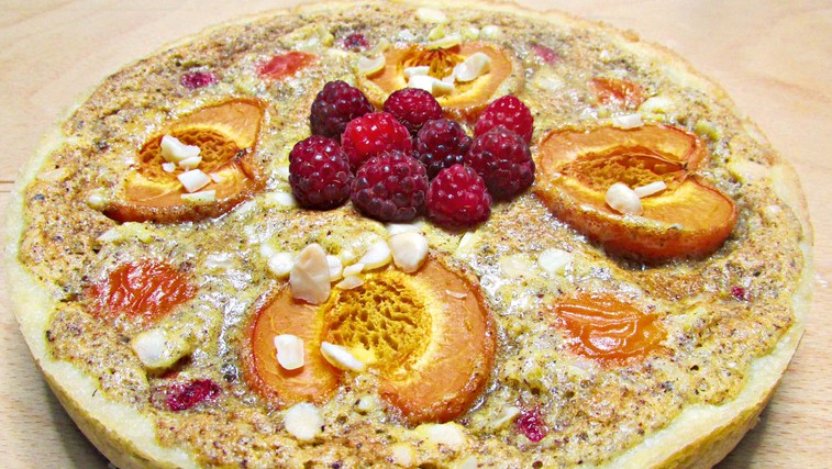 Marelično-malinova pita z mandljevo kremo (foto: osebni arhiv)