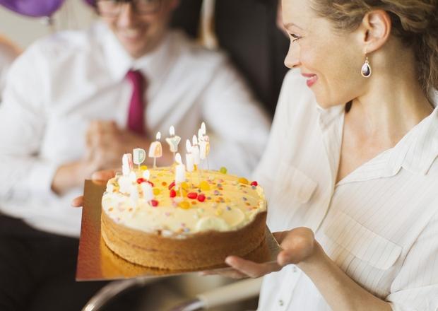 3. Ali radi praznujete svoj rojstni dan? A) O, ja, rad/a ga praznujem. B) Zakaj bi slavil/a, da sem spet …