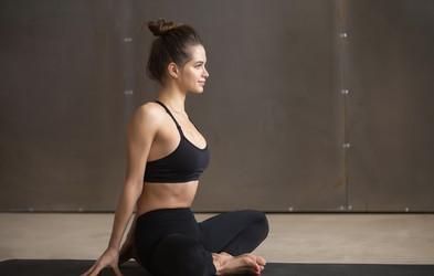 5 položajev joge za blaženje menstrualnih krčev