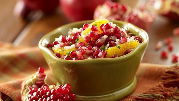 Zimska sadna salsa s cimetovim čipsom (foto: Profimedia)