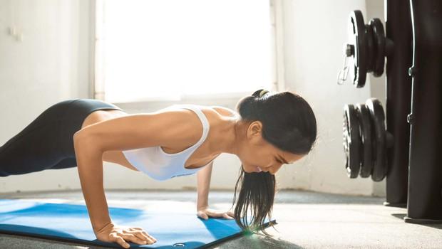 Novo leto brez izgovorov: 7-dnevni program vadbe - vaje, ki jih lahko izvajate doma (foto: Shutterstock)