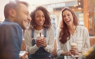 Znanstveno dokazano: majhne pozornosti ustvarjajo dolgotrajne srečne odnose