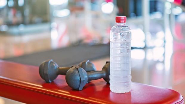 Pitje vode ima vrsto pozitivnih učinkov (razstrupljanje s H2O) (foto: Shutterstock)