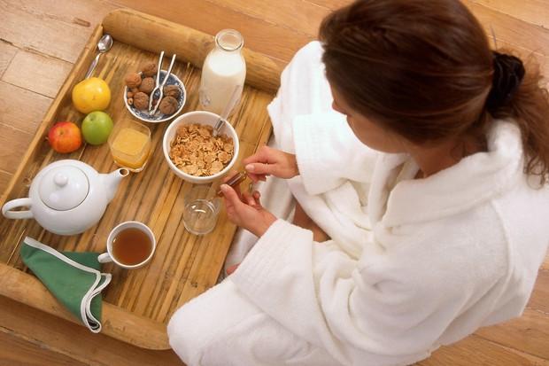 Hranljiv zajtrk Čeprav ste na dieti, ni priporočljivo, da izpuščate katerega od glavnih obrokov. Raje se prepričajte, da bodo vsebovali ...