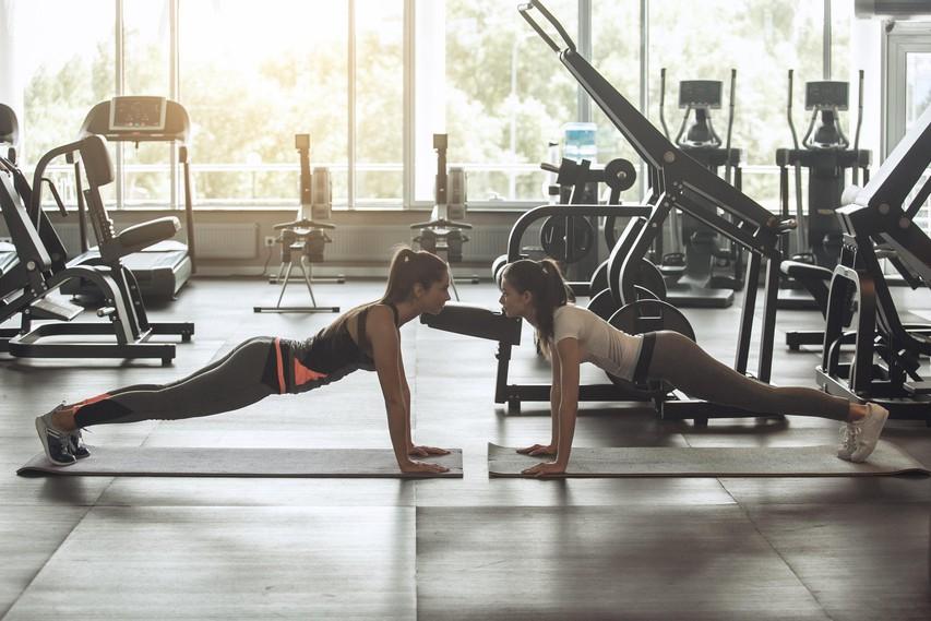 Vadba za celo telo: Kombinacija počepa in planka