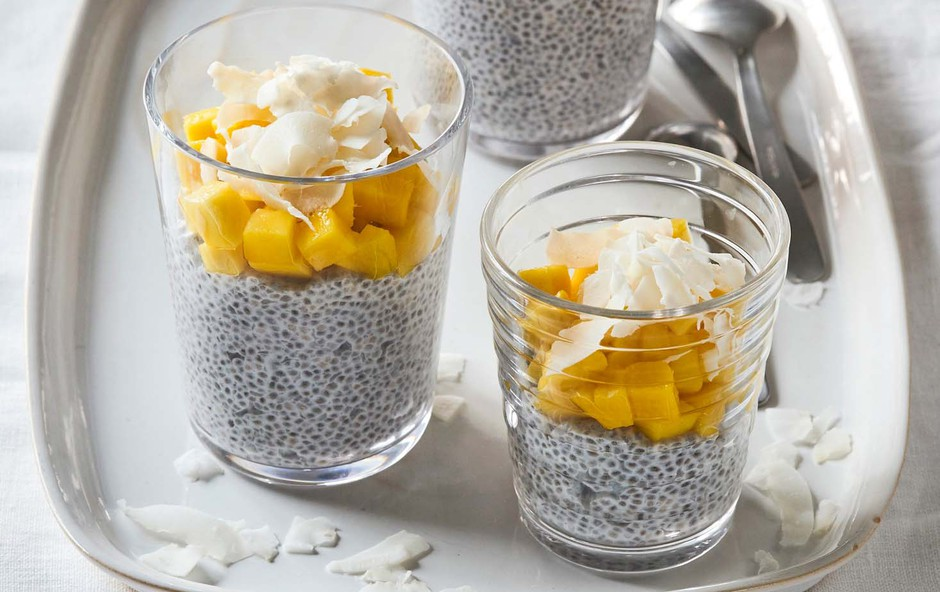 Chia puding z mangom in kokosovimi kosmiči (foto: Profimedia)