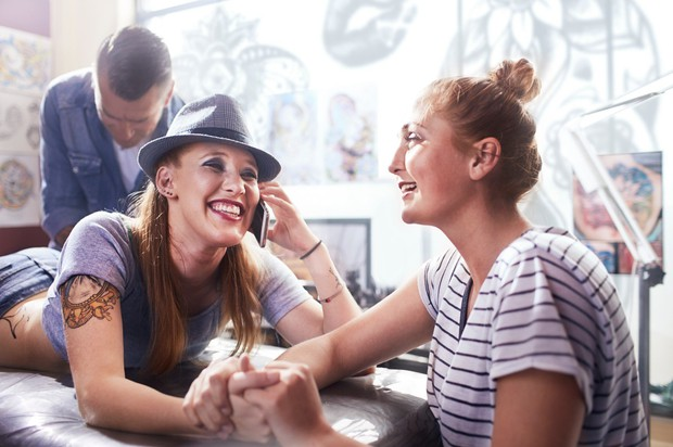 DELANJE USLUG DRUGIM Ne govorimo o tem, da se ne bi smeli posvetiti prijateljem in jim pomagati, ko to potrebujejo. …