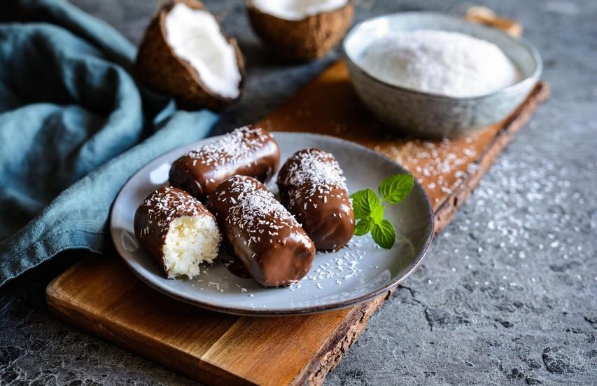 RECEPT: Doma pripravljena čokoladica bounty (brez dodanega sladkorja in brez peke)