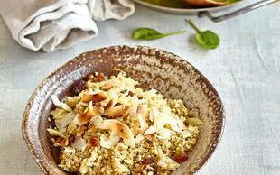 Kokosova kvinoja z zelenim karijem