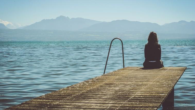 15 znakov, da trpite za anksioznostjo in kako si pomagati (foto: Paola Chaaya | Unsplash)