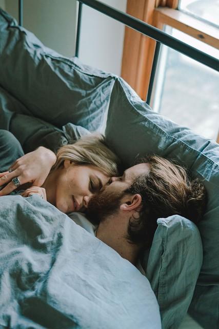 5 vprašanj, ki vam bodo razkrila, ali vas vodi ljubezen ali poželenje