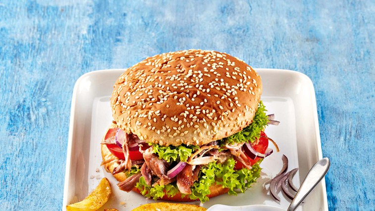 Burger z natrgano svinjino (foto: Profimedia)