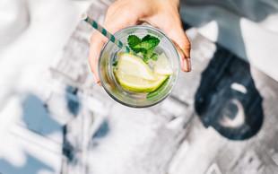 Naštevamo odlične razloge, zakaj bi morala vaša naslednja pijača biti voda z limono