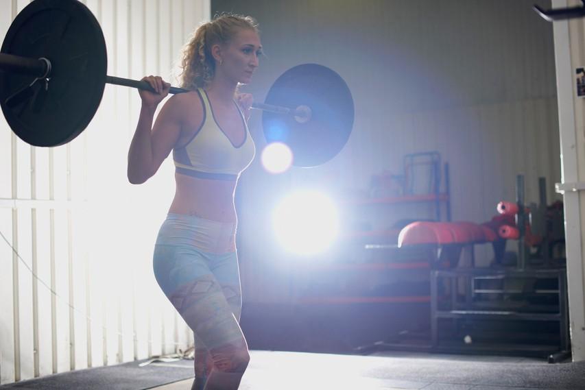 Ne boste verjeli, kakšne POSLEDICE na telesu pušča vadba z utežmi (za zdravje gre!)