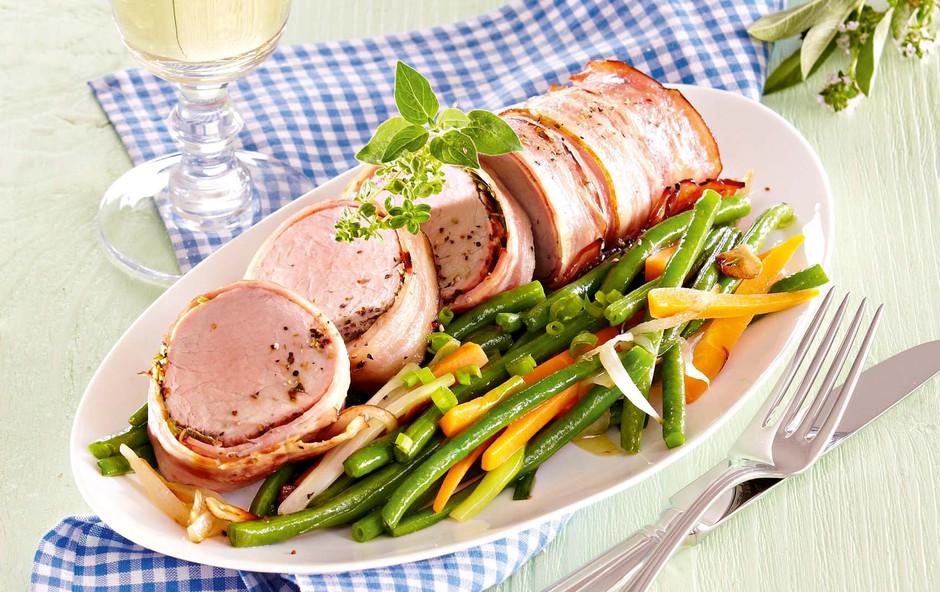 Svinjska ribica z zelišči in slanino (foto: Profimedia)