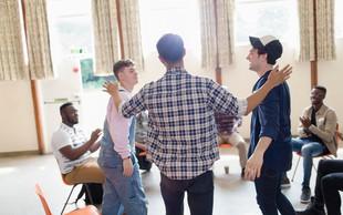 Slovenski moški se ne bojijo čustev! – Moške terapevtske skupine
