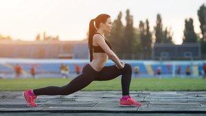 Izpadni korak nam poleg tega, da krepimo mišice  nog in zadnjice, pomaga  pri izboljšanju drže.