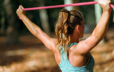 4 odlične vaje za krepitev zgornjega dela telesa (izvajate jih lahko kjerkoli)