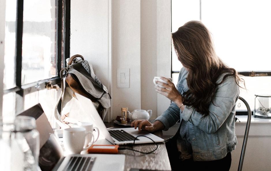 Ali sedenje v službi res izniči učinke vadbe? (foto: Andrew Neel | Unsplash)