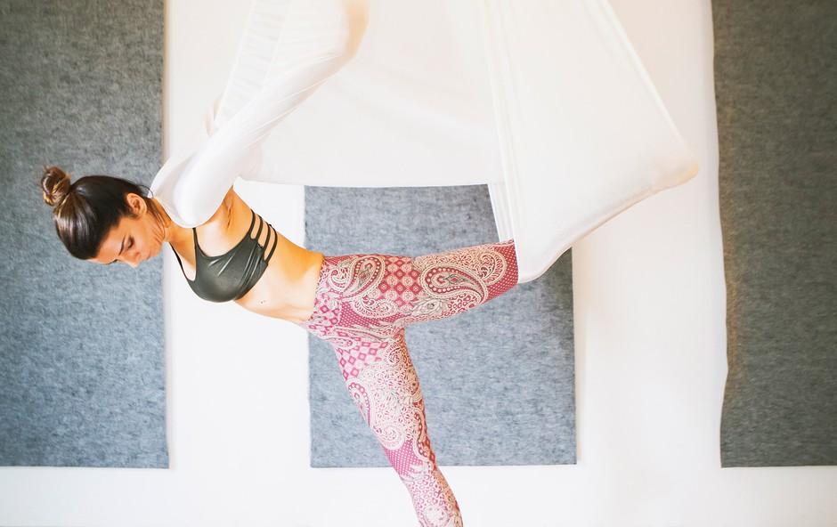 Aerial joga: Popolna joga za današnjega človeka (foto: Maša Gajič)