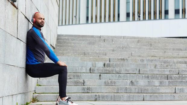 Za oblikovane in močne noge: Popestrite vajo sedenja ob steni (foto: profimedia)