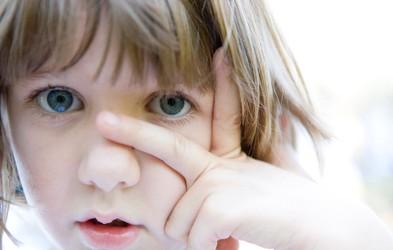 6 neresnic o avtizmu, ki jih morate poznati