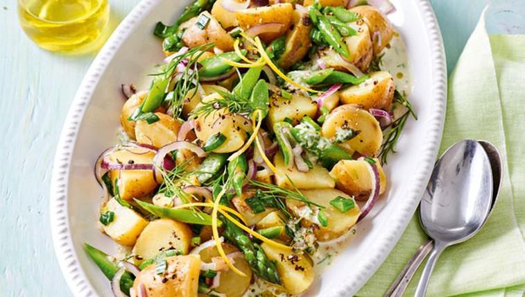 Pomladanska krompirjeva solata z beluši (foto: Profimedia)