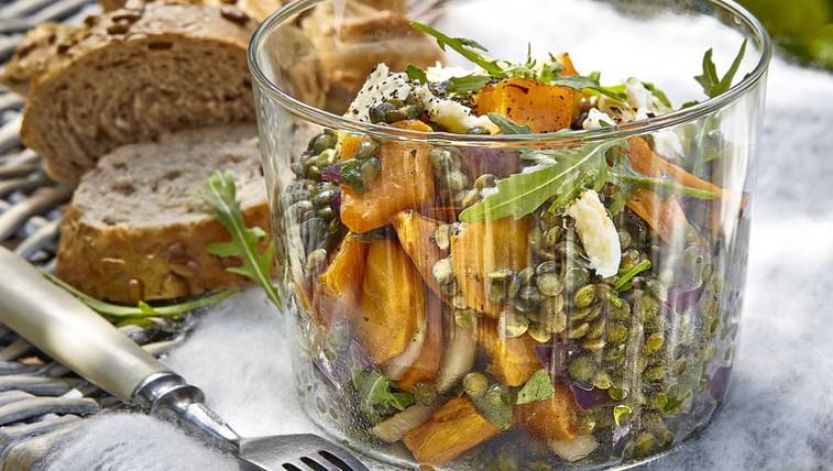 Solata iz sladkega krompirja, leče in vrtne zelenjave (foto: Profimedia)