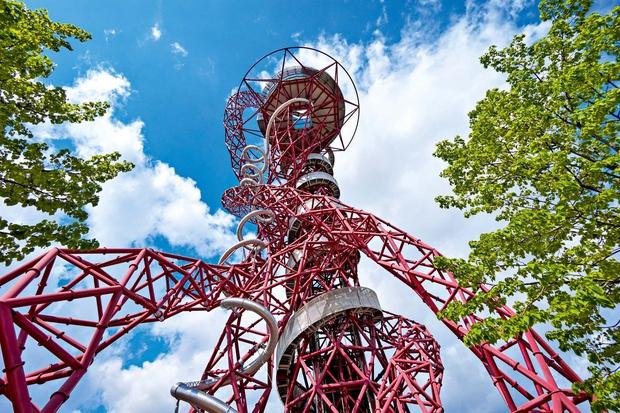 ARCELOR MITTAL ORBIT TOWER London (Anglija) 115 metrov visoko umetniško skulpturo in razgledni stolp so leta 2011 postavili v olimpijskem …