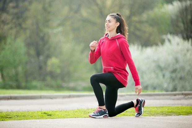IZPADNE MENJAVE Vajo vključite predvsem takrat, ko krepite spodnji del telesa. Kako jo izvedete? - Stojte zravnano, stopala naj bodo …