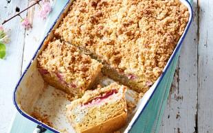 Rabarbarin kolač z marcipanovim drobljencem