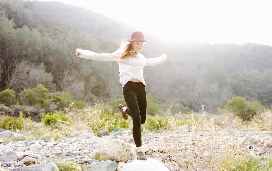 Ko spremenimo, kako se počutimo navznoter, se spremeni tudi svet okoli nas (+ kratka vaja za boljšo samopodobo) (foto: Profimedia)