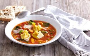 Paradižnikova juha s polnjenimi testeninami