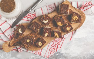 Čokoladne in mandljeve ploščice za vse, ki živite zdravo in se radi sladkate