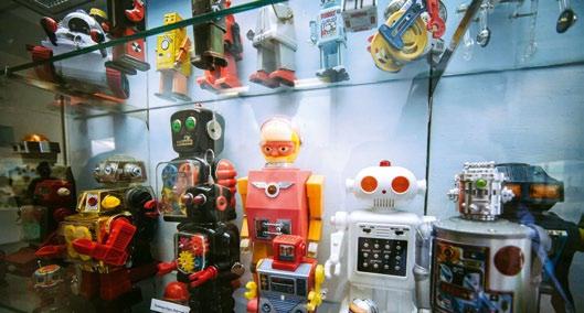 Toy Museum Hraček, Praga, Češka Drugi največji muzej igrač na svetu je na praškem gradu. V muzeju je sedem velikih …