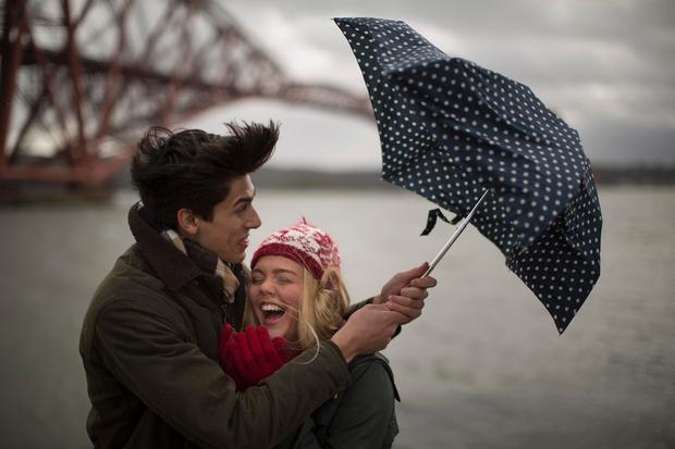 RAZGIBAJTE SE Deževno vreme nas vabi, da dan preživimo pod odejo ob gledanju filmov ali branju. Občasna sprostitev in odklop …