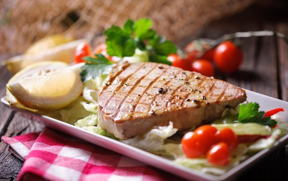 Najboljše ribe za peko na žaru in recept za lahko poletno kosilo (foto: Profimedia)
