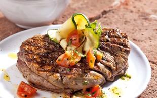 Goveji steaki s paradižniki v baziliki