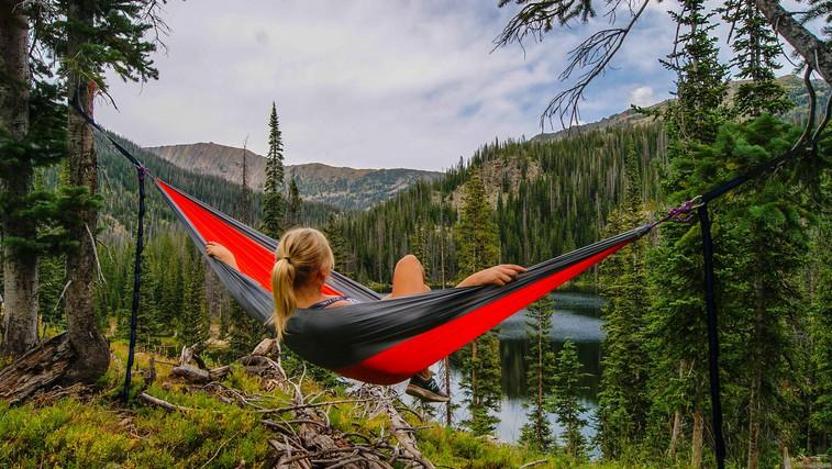 6 dobrih razlogov, zakaj bi morali čim več popoldnevov preživeti v naravi (foto: Zach Betten   Unsplash)
