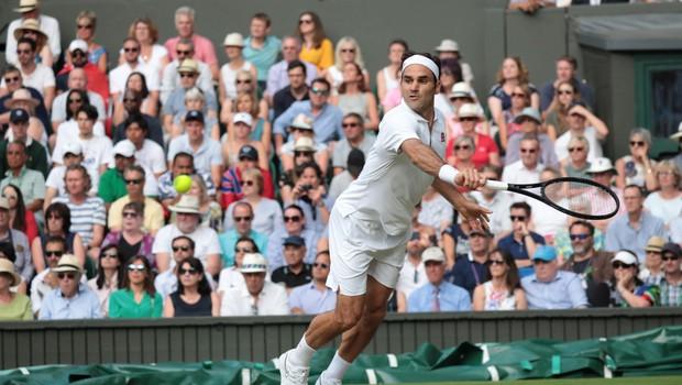 Roger Federer sam v klubu 100, Bautista Agut odpovedal fantovščino (foto: Profimedia)