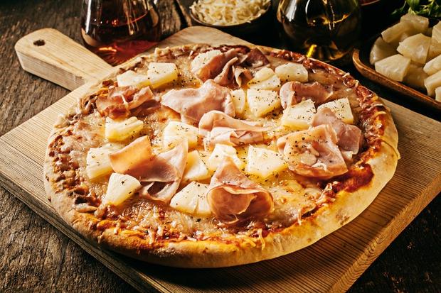 PIZZA Ni tako težko, kot si verjetno predstavljate. Za peko pizze je najboljša visoka suha temperatura in to lahko dosežete …