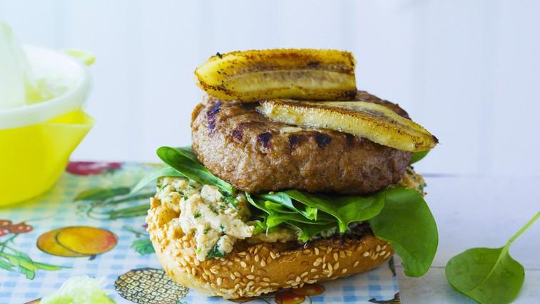 Hitro pripravljeno: Banana Joe - posebnež med hamburgerji (foto: Profimedia)