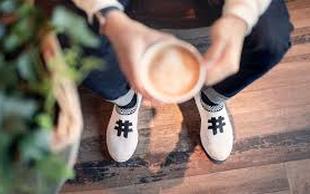 Na Balkanu iz popite kave prerokujemo, Finci izdelujejo  športne čevlje