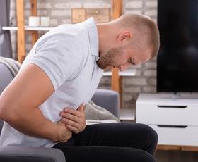 Vse več mladih moških zboleva za rakom debelega črevesja - TO so znaki, da morate takoj na zdravniški pregled