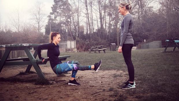 Kako lahko otežite vaje z lastno težo, ne da bi dodali uteži? (foto: profimedia)