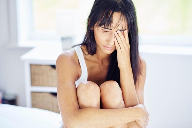 TEŽAVE S SPANJEM Ljudje z bipolarno motnjo imajo pogosto težave s spanjem, saj ne morejo vzpostaviti rednega spalnega ritma. V …
