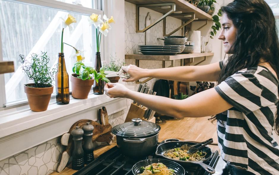 9 odličnih živil, ki lahko pomagajo pri hormonskem neravnovesju (foto: Tina Dawson   Unsplash)